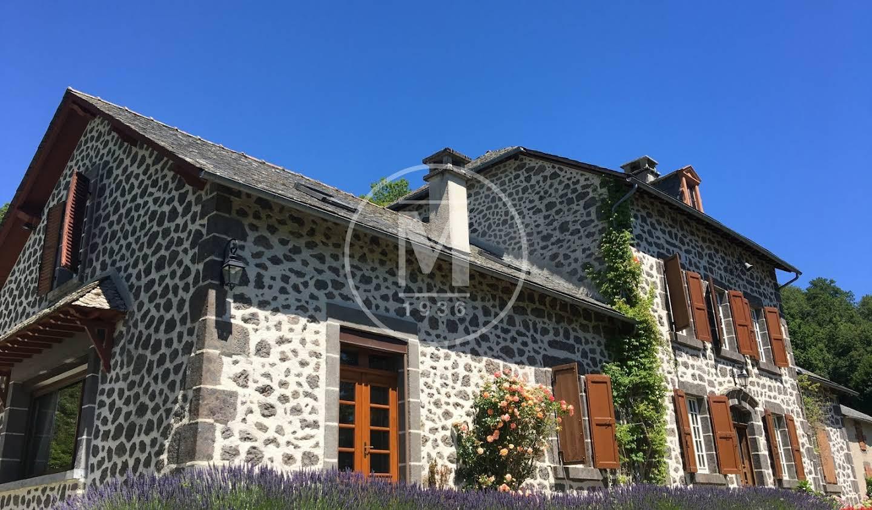 Maison avec piscine et terrasse Aurillac