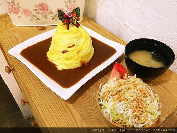 日式滑嫩花苞狀的蛋包飯來這必點,一桌只限點一份~一番堂日本料理