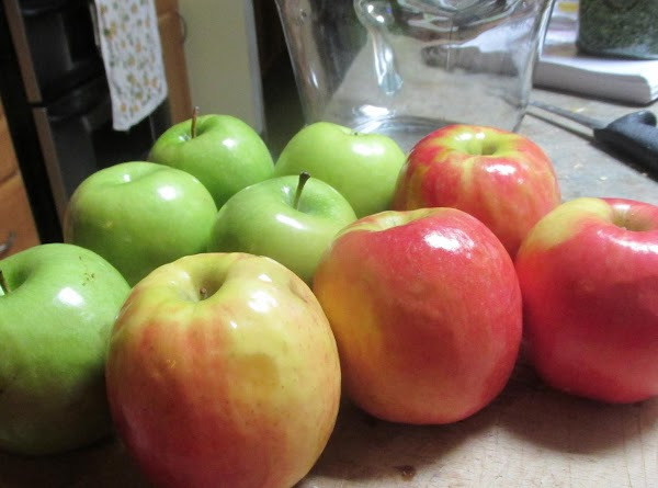 Peel apples, Granny Smith and Pink Cripps.