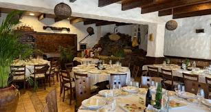 Interior del Restaurante La Tinaja, un lugar tradicional en pleno corazón de Níjar.