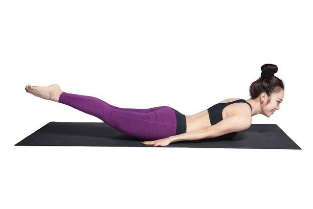 Bài tập yoga chữa bệnh thoát vị đĩa đệm - bài tập châu chấu