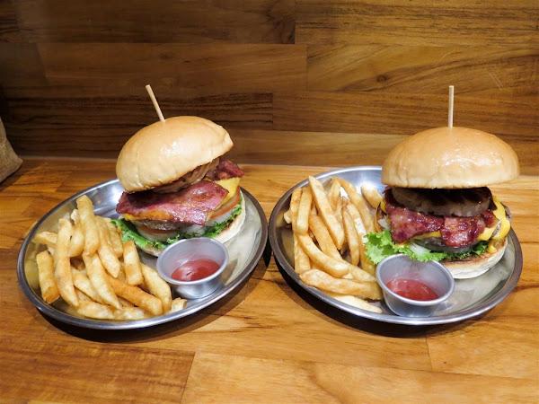 國王漢堡壹號店 -- 捷運頂溪站附近巷弄的小小美式漢堡店,多汁又美味CP值高的漢堡。