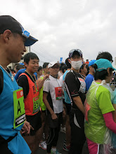 Photo: フルマラソンの部、整列。ぼっちゃん&湯川さん。
