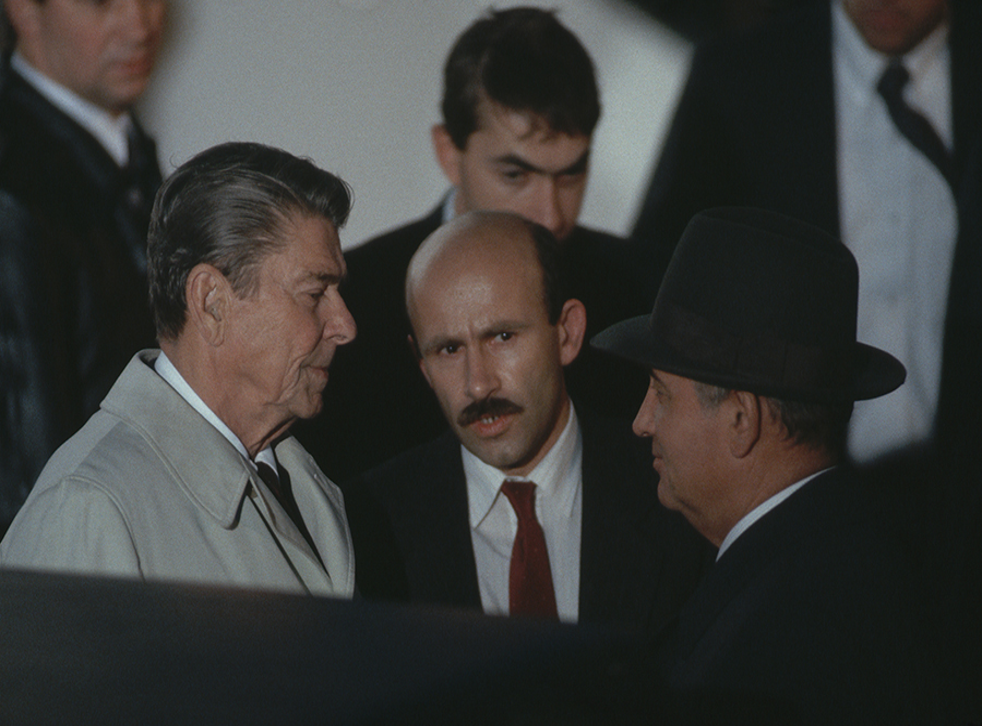 Pavel Palazhchenko with Mikhail Gorbachev (r) and Ronald Reagan at the 1986 Reykjavik Summit