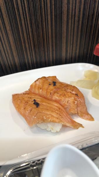 價格真的很可以,生魚片很新鮮,搭配生魚片的蘿蔔絲現刨的,非常脆口