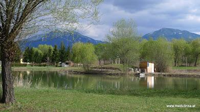 Photo: der lido badesee - hat ca. 16° - die ersten camper haben ihn schon ausprobiert