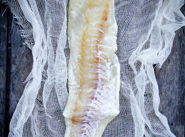Thaw fish, if frozen. Wrap salmon in cheesecloth. Place the wrapped fish on rack...