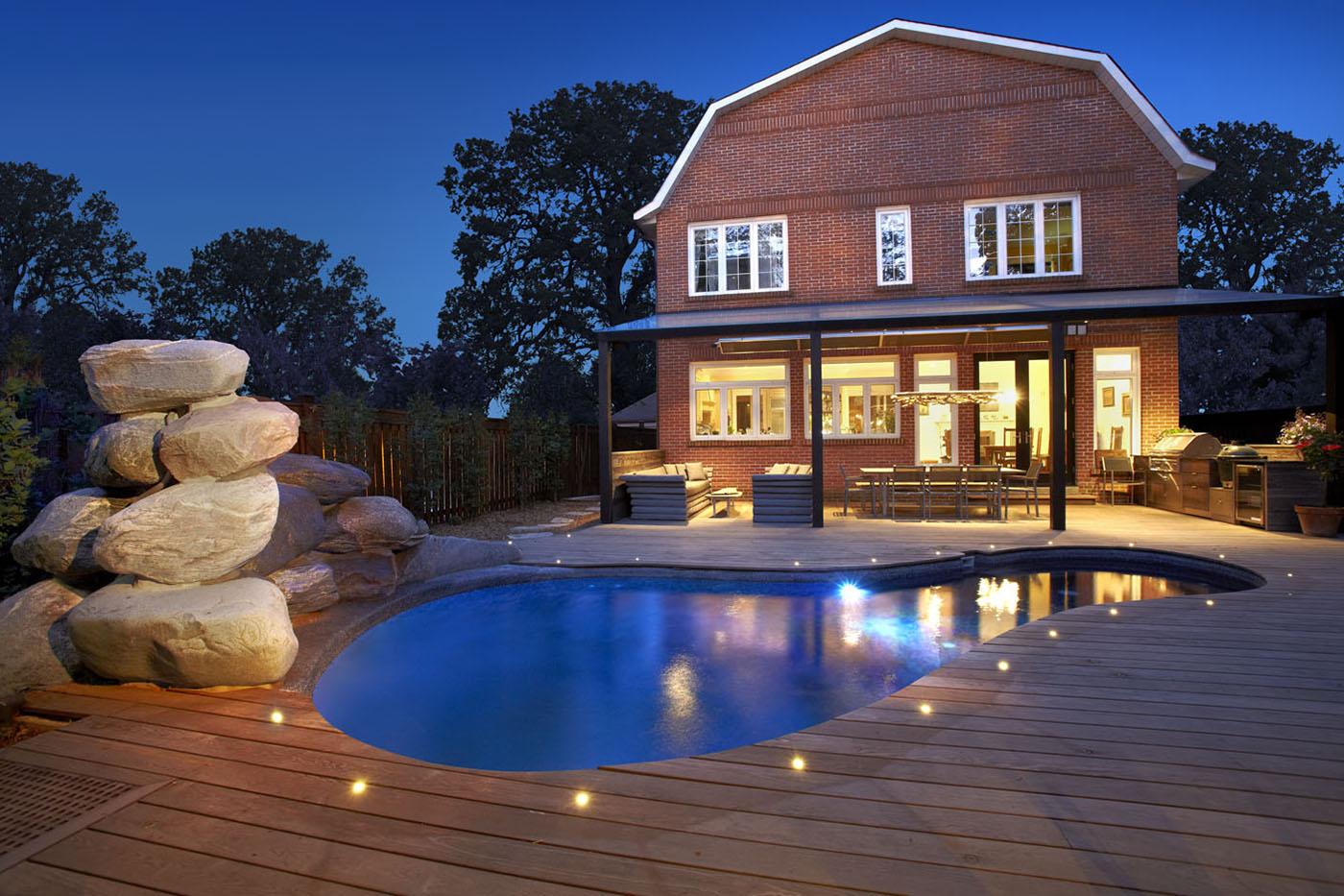 Bygg en platting med god belysning. Belysning kan løfte enhver platting til nye høyder