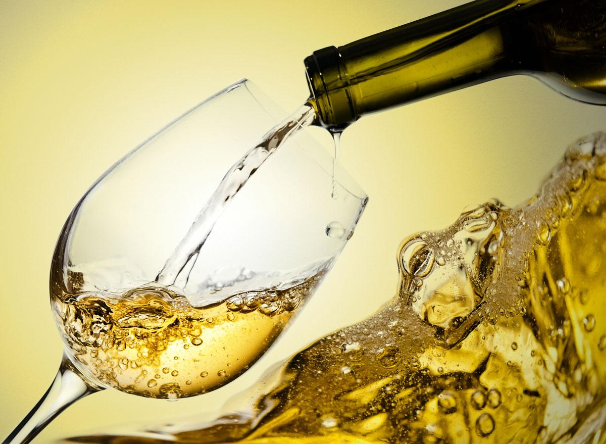 https://trendy-u.com/wp-content/uploads/2017/12/white-wine_web.jpg