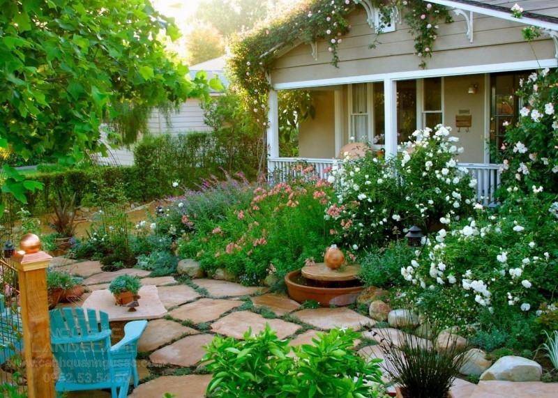 Nhà vườn cấp 4 với vườn hoa trước nhà