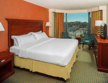 Holiday Inn Express and Suites Va Beach Oceanfront