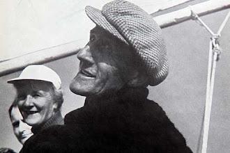 Photo: Jan de Groot, ''schipper'' broer van mijn oma. Hij zit hier op zijn boot. Hij is ook op jonge leeftijd uit Egmond weggegaan en naar Zandvoort vertrokken.  Hij vaarde op een trawler.Op deze foto vaarde hij  later voor de toeristen, wat je ook in Egmond had ''de Mariejanne''. Zie ook de volgende Foto.