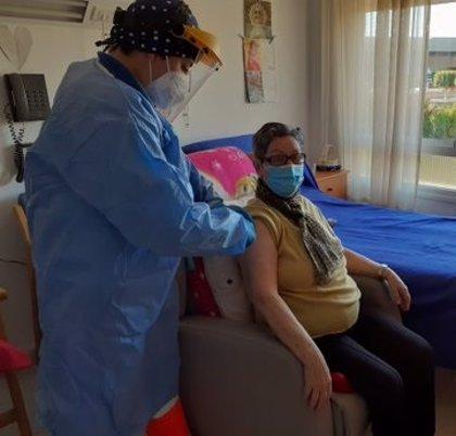 Remedios, de El Ejido, primera residente en un geriátrico vacunada en Almería con las dos dosis.