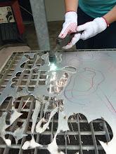 Photo: zuerst wird auf Papier entworfen, um dann platzsparend die Auschnitteile auf Blech zu transferieren  und auszuschneiden