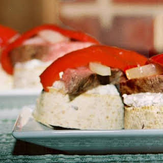 Steak And Pepper Rounds With Rose Horseradish Garlic Creme Sauce.
