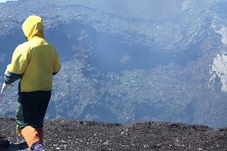 Photo: eindelijk op de rand van de krater