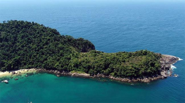 Ponta direita da Ilha das Couves em Ubatuba