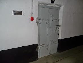 Photo: Speciale deur die schadelijke gassen moest tegenhouden -WOII