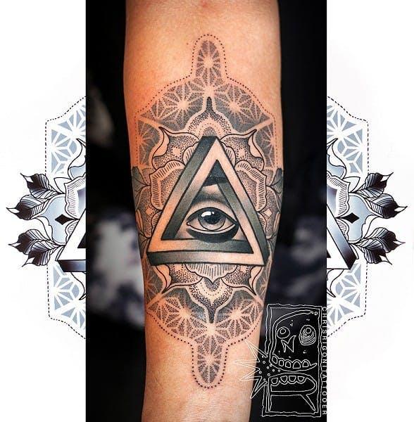 Hình xăm tam giác Penrose tuyệt đẹp của Chris Rigoni