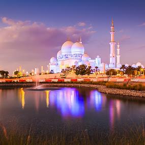 Shiekh Zayed Grand Mosque by Rene Timbang - Buildings & Architecture Places of Worship ( #photowalk #visit #abudhabigrandmosque #beautifulsky #dusk #exploreabudhabi )