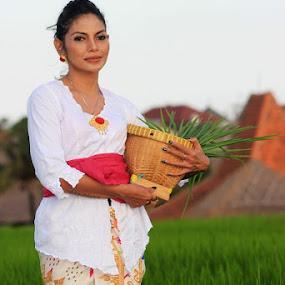 Lady Farmer by Jeffri Yonardi - People Fashion