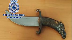 Arma que llevaba el agresor escondida.