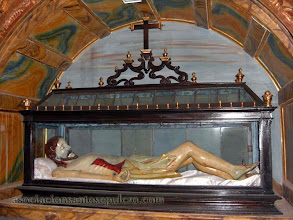 Photo: URNA BARROCA Y CRISTO YACENTE (SIGLO XVII)  VILLAR DE LOS BARRIOS (LEÓN)