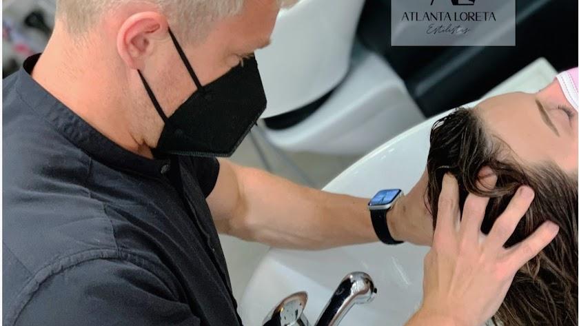 Los expertos de a Atlanta Loreta Estilistas te enseñan cómo lavarte el pelo.