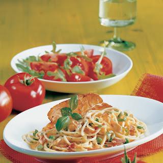 Spaghetti mit Rohschinken und Erbsen