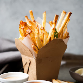 Crispy French Fries w/ Homemade Dipping Sauces
