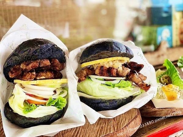 木 漢堡。原木炭烤漢堡聚落 台南美食,龍眼木現烤,肉質飄香,漢堡超大一個大約14公分高!!羊排漢堡好好吃!!安南區美食|可外帶