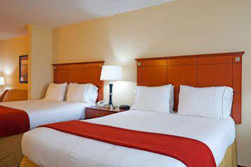 Holiday Inn Express and Suites Phenix CityFtBenning Area