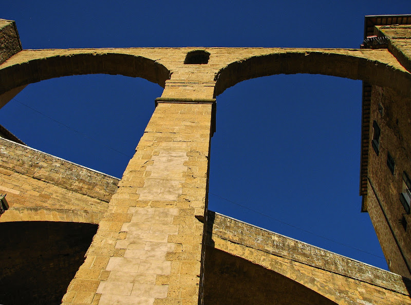 Pitigliano, l'acquedotto di batti