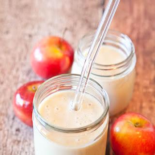 Spiced Apple Pie Smoothie (vegan, gluten-free).