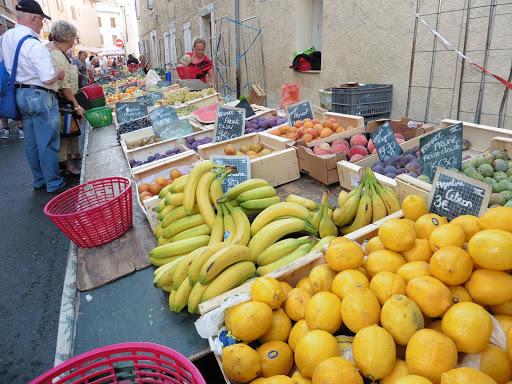 les-marches-de-provence-proche-de-lescleriade-chambre-dhote-dans-le-vaucluse-a-entrechaux