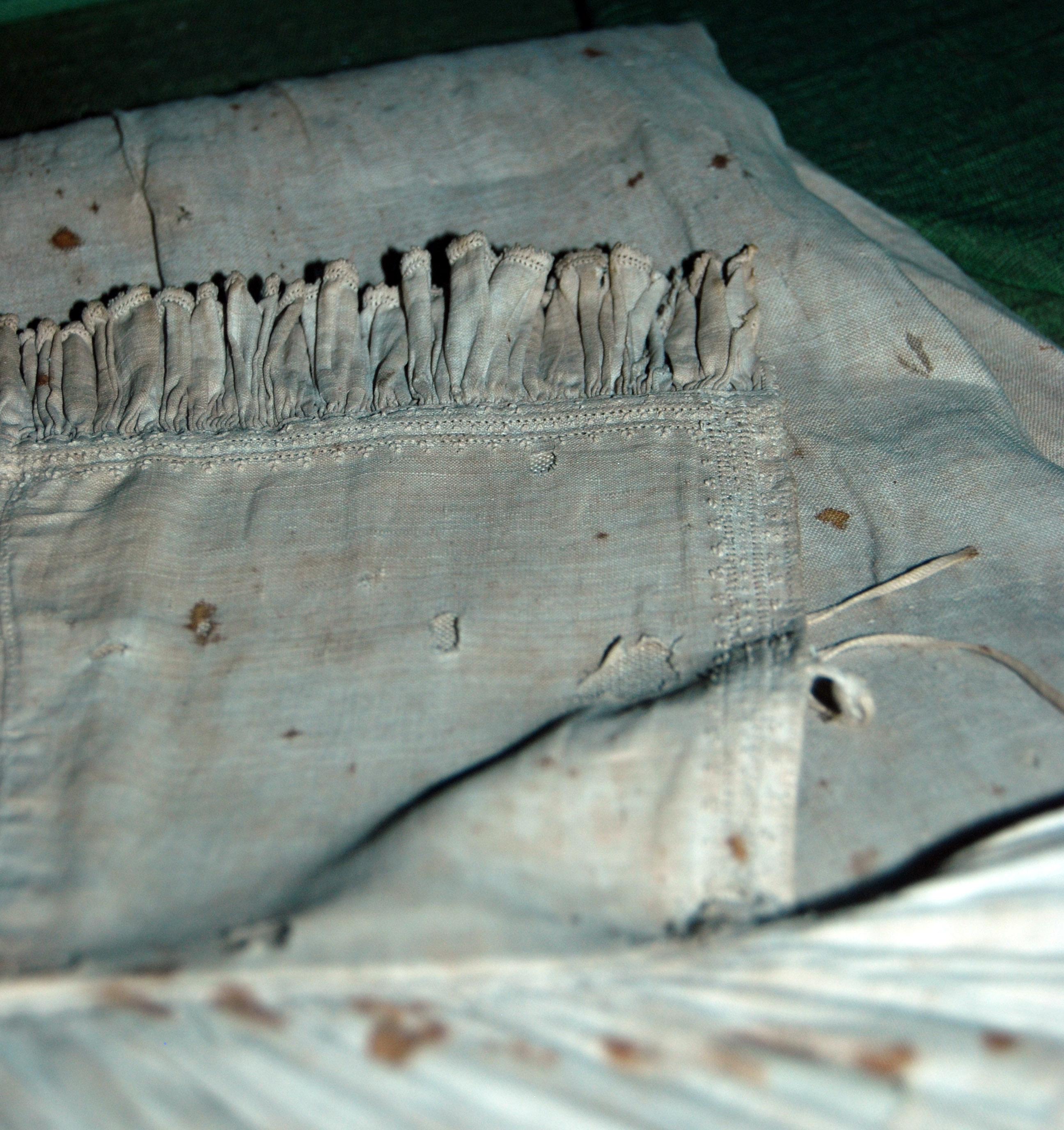 Photo: 2011-08-26 sture shirt collar