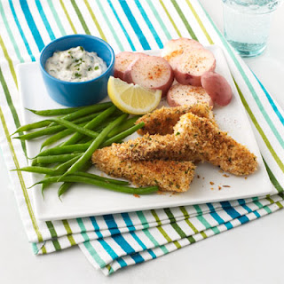 Crunchy Fish Sticks and Veggies with Dipping Sauce