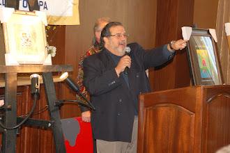 Photo: Art auction chairman Joe Cerulo