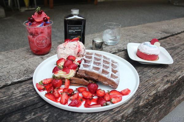 Cuiqu Coffee 奎克咖啡台中公益店-純白色系咖啡廳,冬日限定草莓商品