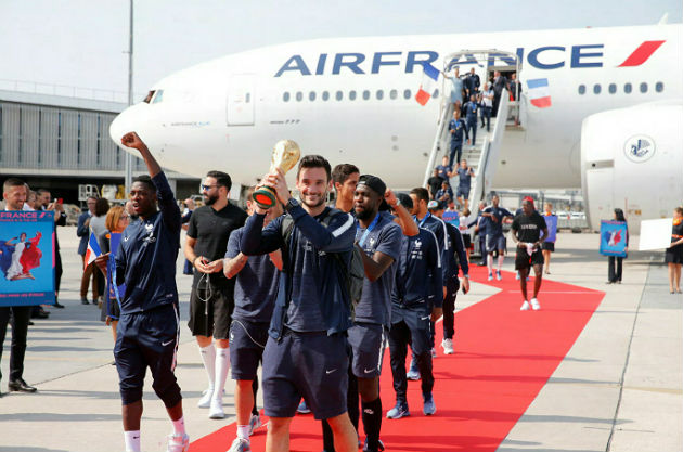 The France team return from the World Cup in Russia at Charles de Gaulle Airport, Paris, France - July 16, 2018. France's Hugo Lloris holds the trophy as they arrives.