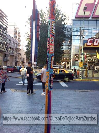 yarn bombing o urban art en abasto argentina
