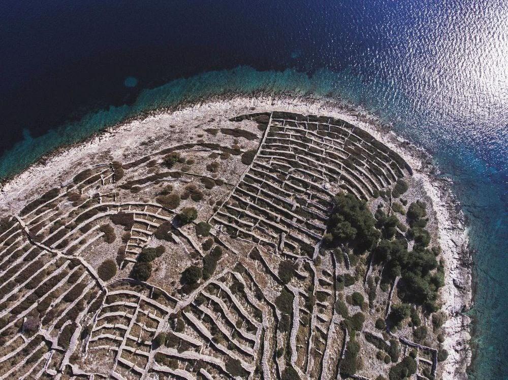 Baljenac, a ilha que se parece com uma imensa impressão digital