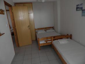 Photo: Το δεύτερο δωμάτιο του διαμερίσματος 22-28- Second room of apartment No 22-28