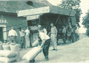Photo: Gabonaszárítás Kécsen a magtárnál (már nincs meg)