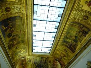Photo: Le plafond de la Salle des Conférences