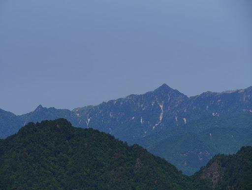 釈迦ヶ岳(右)と大日岳(左)