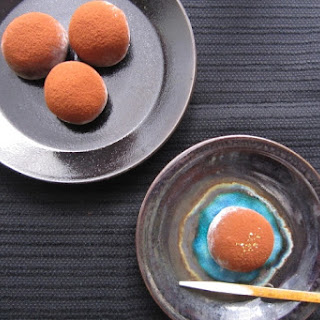 Oreo Daifuku (Rice cake stuffed with Oreo and cream cheese)