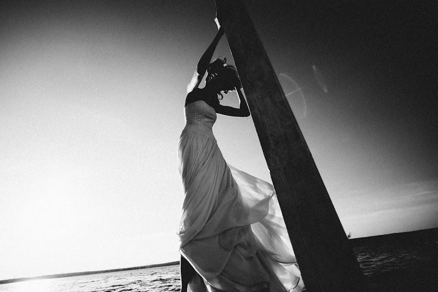 Wedding photographer Vasiliy Tikhomirov (BoraBora). Photo of 03.01.2015