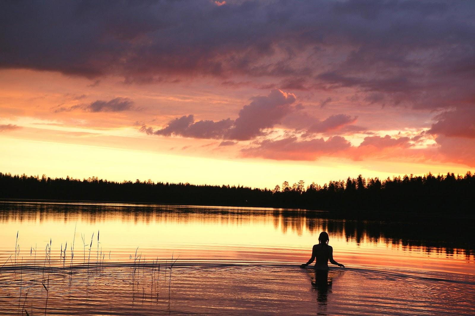Immagine che contiene acqua, esterni, tramonto, fiume  Descrizione generata automaticamente