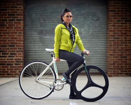 Des Japonaises à vélo